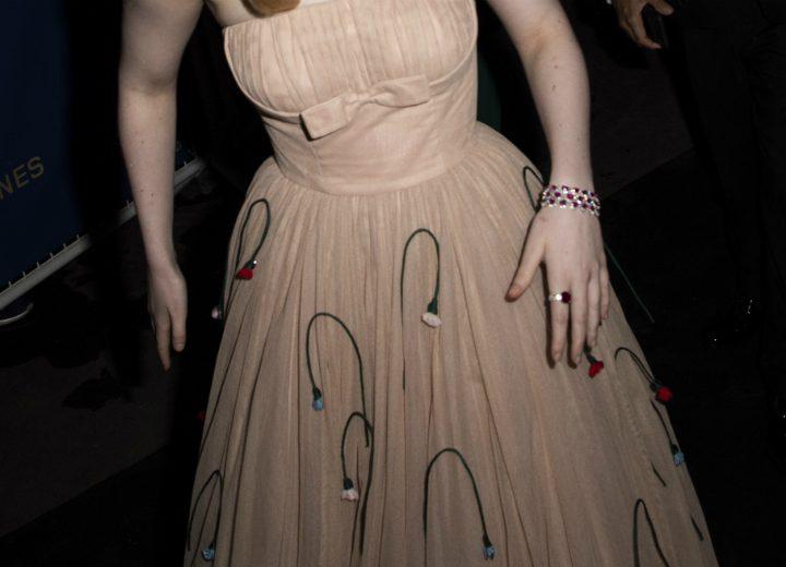 Ηθοποιός λιποθύμησε στο Φεστιβάλ των Καννών επειδή το φόρεμά της ήταν πολύ στενό