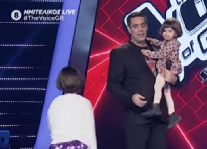 Η χαρούμενη «εισβολή» στη σκηνή που κέρδισε τις εντυπώσεις – News.gr